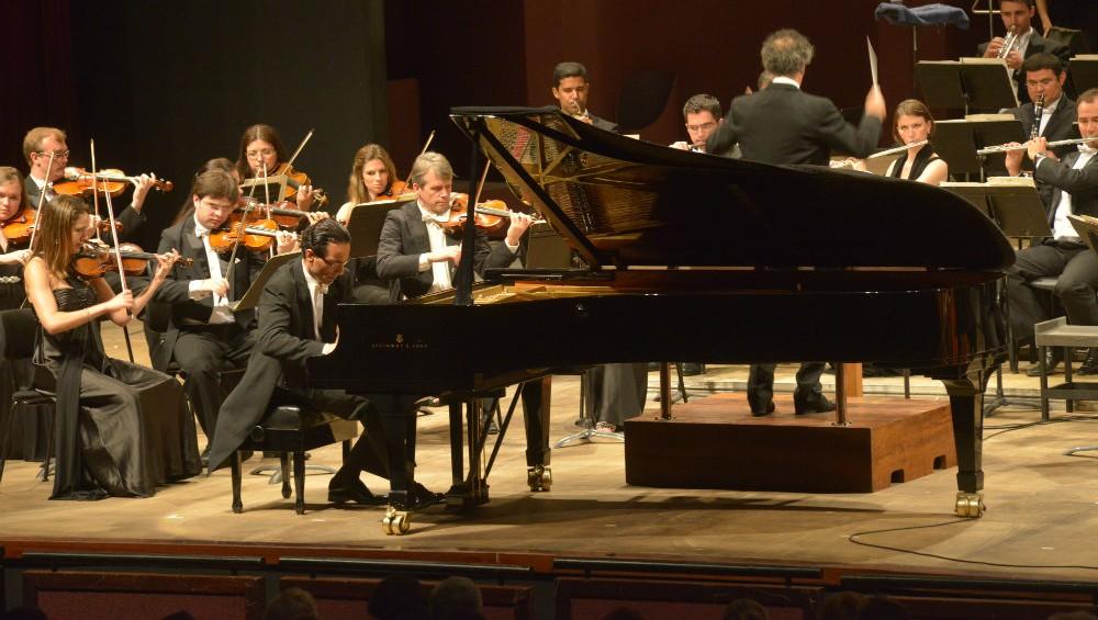 Liszt_Concertos_Guairao_-_1